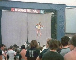 Marillion-Curtain-Reading